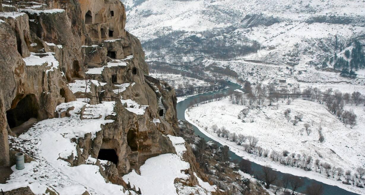 Nieuw! Avontuurlijke wintersport in Georgië - GeorgiëHet Ananuri kasteel, Stalin museum en de rotswoningen van Uplistsikhe