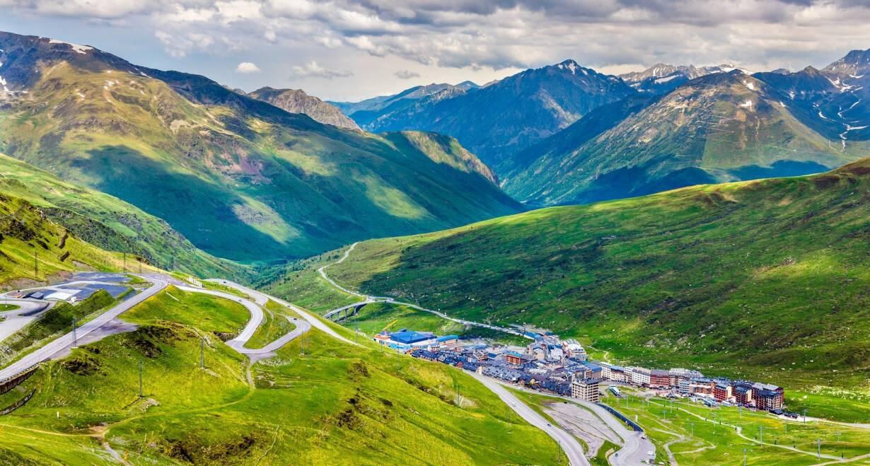 Fly & Drive Andorra en Spanje: Pyreneeën, costa's en Barcelona - SpanjeHoogtepunten van Andorra
